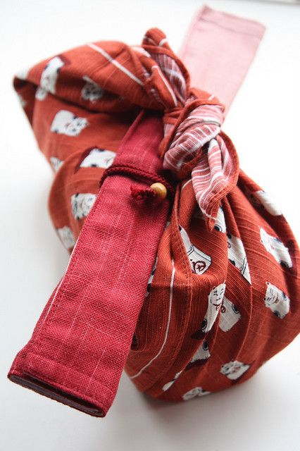 1000 images about art of japanese fabric folding for Japanese wrapping