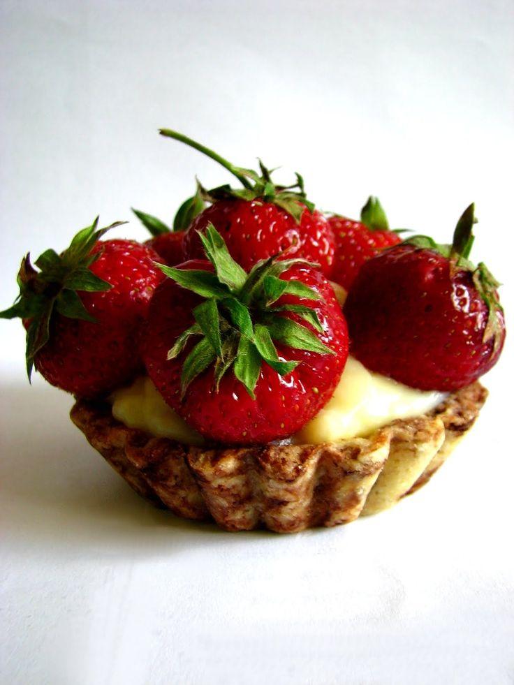 Marmurkowe Tartaletki z Budyniem i Truskawkami Just My Delicious