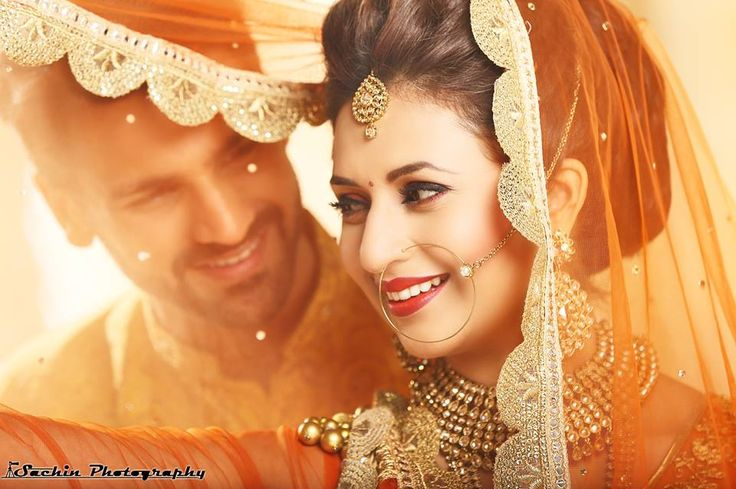 Divyanka and Vivek look oh-so-dreamy in these super romantic pictures.