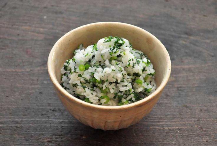 いちばん丁寧な和食レシピサイト、白ごはん.comの『春菊の菜飯の作り方』を紹介するレシピページです。春菊は風味の強い野菜ですが、実は菜飯としても美味しく食べることができます!春菊の食べ方としてもとってもおすすめですので、ぜひお試しください。