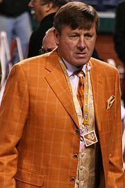 Craig Sager 2009.jpg  #sagerstrong #craigsager #trending #trend #jacket #suit #bespoke #colorful #cancer #sidelineforsager #nba #sports #reporter #sideline #tntsports #baseball #ihatecancer #turnersports #nbatv #life #nbaontnt