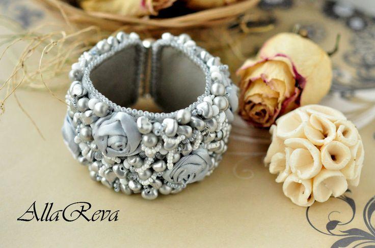"""Купить Браслет """"Утренняя роса"""" - серый, браслет, браслет вышивка, браслет цветы, цветы из ткани"""
