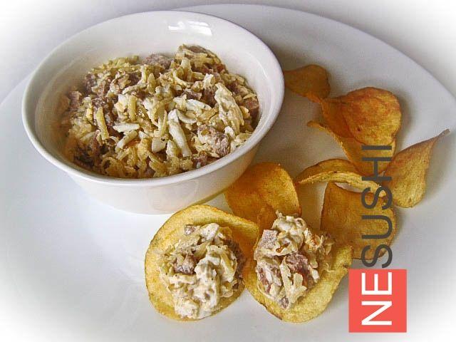 Салат с языком и сыром ========================= Деликатесный салат для деликатных порций :-) Идеально для фуршета или вечеринки. Подаем на чипсах :-)