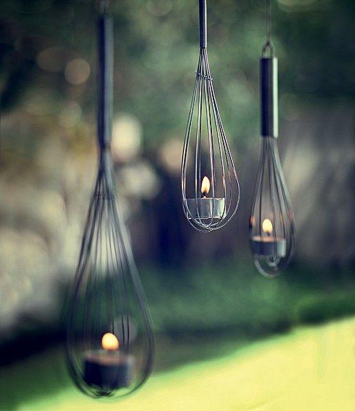Aqui, a concha vira porta-vela, o ralador um vaso e a fôrma de pudim, uma luminária. Coloque a sua criatividade à prova e crie peças originais a partir de elementos do melhor cômodo da casa