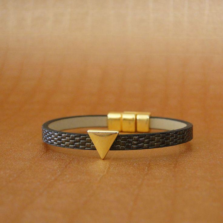 Κορδόνι Δερμάτινο Συνθετικό Επίπεδο Φίδι Σε Καφέ Χρώμα - Χρυσή Επιμετάλλωση - Κούμπωμα Με Μαγνήτη  Μήκος δείγματος 17cm (εφαρμόζει σε καρπό 13,5 εως 14,5 cm)