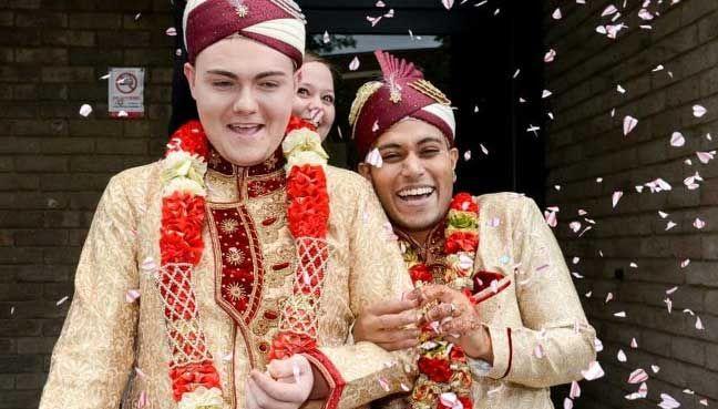 Perkahwinan pertama gay Islam di Britain salah seorangnya warga Bangladesh   Perkahwinan 2 lelaki gay di Britain salah seorang daripadanya warga Bangladesh Jahed Choudhury melakar sejarah sebagai majlis perkahwinan sejenis pertama melibatkan lelaki Islam.  Perkahwinan pertama gay Islam di Britain salah seorangnya warga Bangladesh  Dailymail melaporkan Jahed 24 mengahwini Sean Rogan 19 dengan kedua-dua mempelai memakai pakaian pengantin tradisional Bangladesh.  Majlis perkahwinan pada 22 Jun…