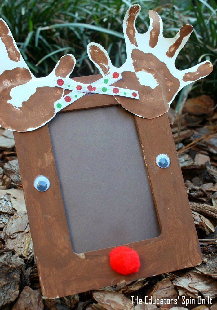 Reindeer handprint photo frame for a Handmade Gift Idea. Click now to see how you can make this adorable handmade reindeer with your child this #Christmas.