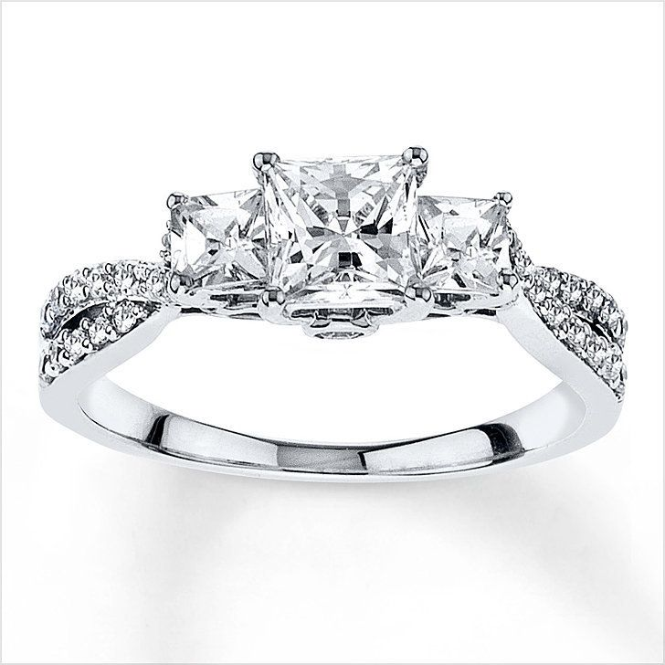 No halo and stones around the princess cut main diamond. No stones around the whole band