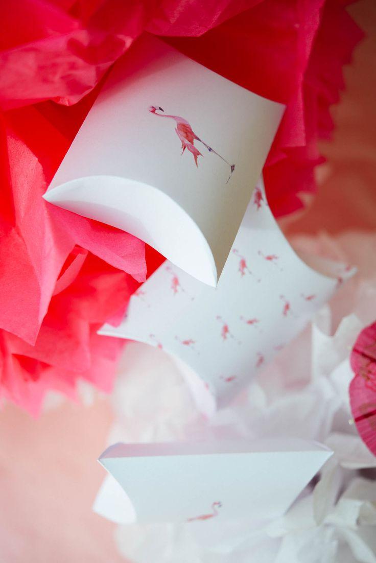 DIY boite cadeau anniversaire : prêt à télécharger et à imprimer, tuto avec explications   Flamingo party #2   vanessa pouzet le blog