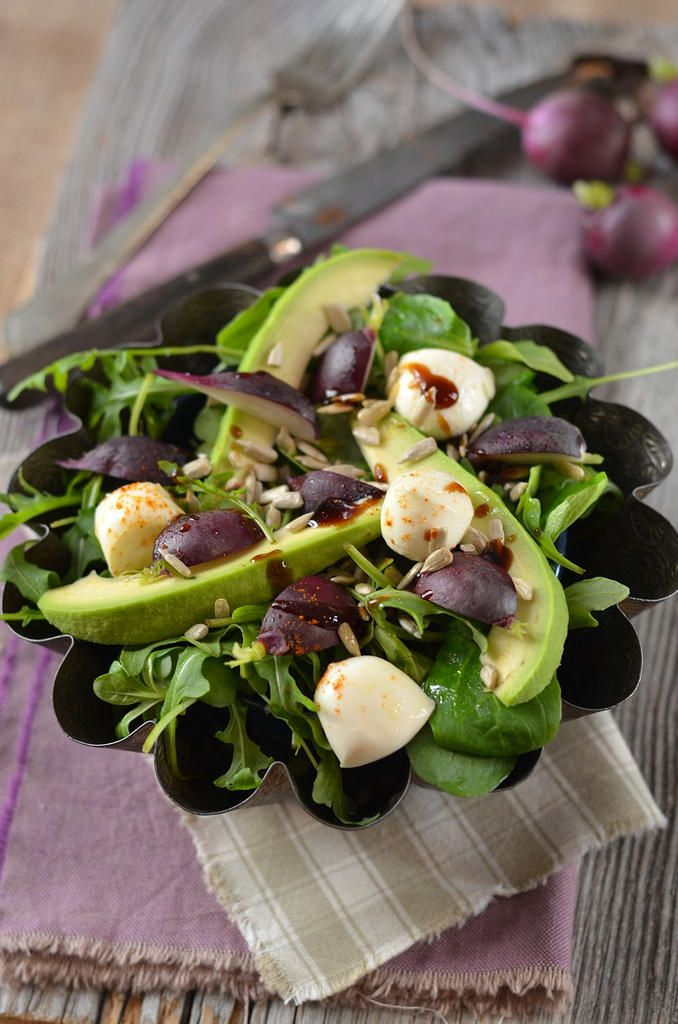 Ce soir, une bellé & délicieuse salade d'avocat, roquette, radis et mozzarellTangerine Zestst