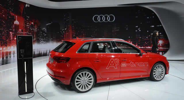 A Audi está trazendo para o Brasil seu primeiro veículo híbrido, o A3 Sportback E-Tron. O A3 e-tron vem com motor 1.4 TFSI (turbocompressor com injeção direta de gasolina) de 150 cv de potência e torque de 33,6 kgfm. O motor elétrico ainda gera mais 102 cv e 33,6 kgfm.