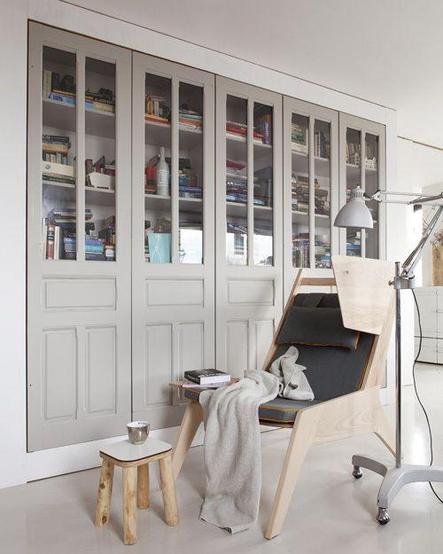 Wegkruip oorfauteuils - vtwonen #interior #styling #closet #chair #wood #styling #vtwonen Styling: Frans Uyterlinde Fotografie: Jansje Klazinga