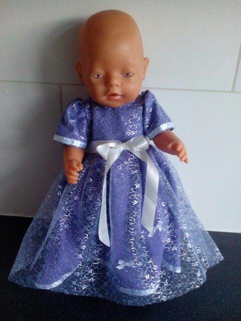 Prinsessenjurk gemaakt voor babyborn of andere poppen van 43cm. Gemaakt van katoen en tule.