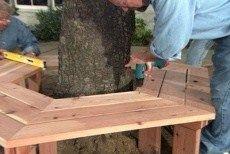 Comment construire un banc autour d'un arbre, découvrez les tutos pour fabriquer soi-même un banc circulaire ou un banc hexagonal en bois.. Voici un très joli banc circulaire qui habille parfaitement bien un arbre, banc entièrement réalisé en bois.