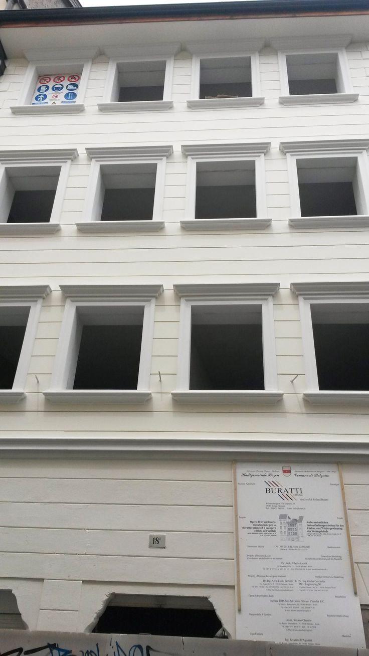 Cornici per finestre cornici decorative cornici in for Cornici per facciate esterne