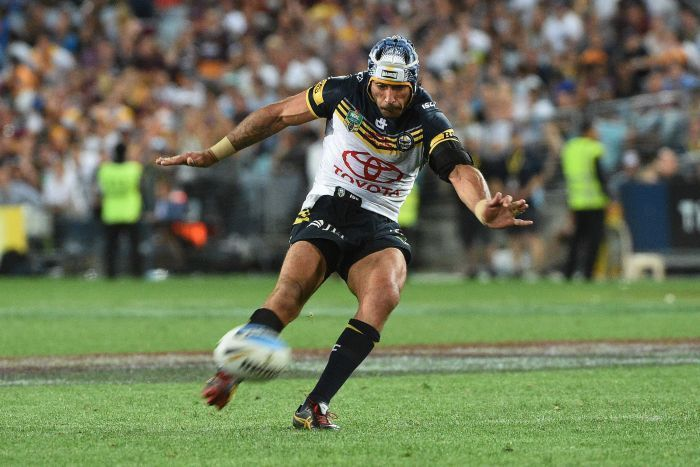 Johnathan Thurston kicks the game-winning field goal in the 2015 NRL grand final. Now THAT's football!!