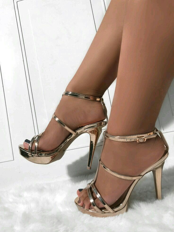 strappy-sandals-with-pantyhose