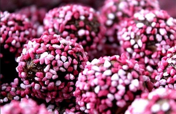 baka alla hjärtans dag strössel tips ide inspiration kaka chokladbollar dekorera rosa
