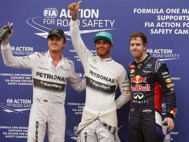 Blog Esportivo do Suiço: Hamilton supera chuva forte e conquista a pole na Malásia