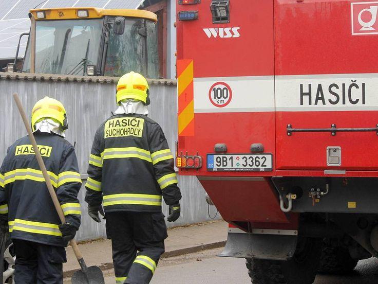 K pořáru sklepních prostor jednoho domu ve Znojmě-Příměticích vyjížděli v úterý dopoledne profesionální i dobrovolní hasiči.