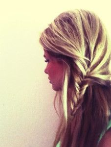 Half-up-Side-Fishtail-Braid-Hair-Style