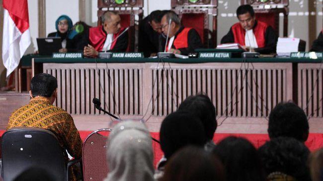 Beritaragam.com -Tim kuasa hukum terdakwa kasus dugaan penistaan agama Basuki Tjahaja Purnama (Ahok) menyebut fatwa Majelis Ulama Indonesia (MUI) dimanfaatkan untuk mempengaruhi massa untuk menekan proses hukum terhadap kliennya.   #Ahok #Beritaragam #kasus #MUI #Tim-kuasa-hukum
