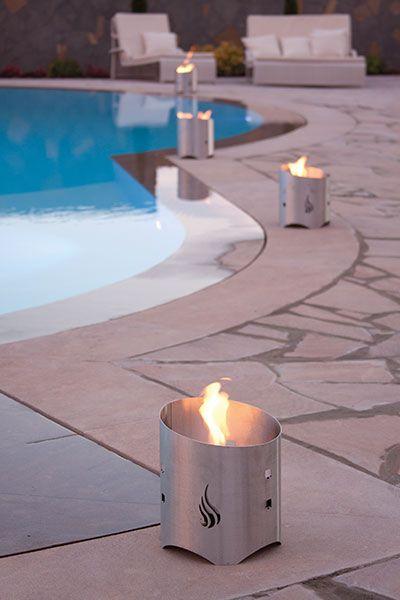 TORCIA INOX Torcia da giardino realizzata in acciaio inox. Ideale per creare un'atmosfera in giardino, sui viali o intorno ad una piscina.