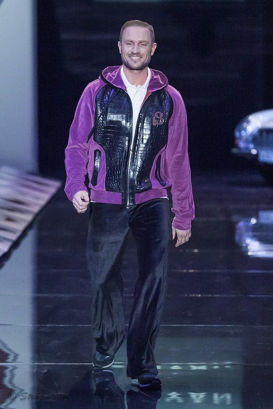 Роман Костомаров^ SHIYAN весна-лето 2015 показ на Неделе моды в Москве  #SHIYAN #НеделеМодывМоскве #MFW #весналето2015 #SS2015 #SpringSummer2015