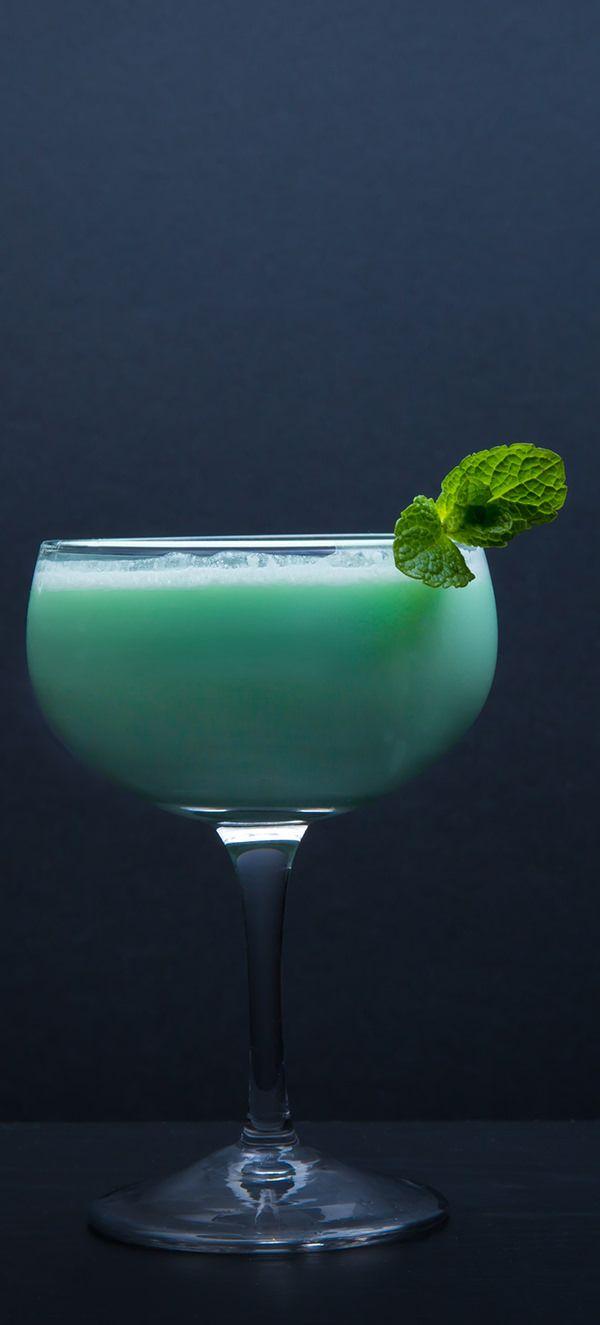 The Best Grasshopper Cocktail Recipe. Get It Now!
