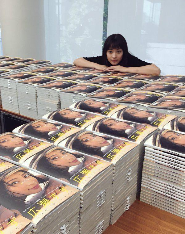 Seventeen/セブンティーン @SeventeenJP_mag  3時間3時間前 ついに本日!広瀬すずPHOTO BOOK「17才のすずぼん。」発売です☺︎  #広瀬すずの本ですずぼん #すずぽんではなく #すずぼん #広瀬すず #映画ちはやふる上の句本日公開 #ドラマ怪盗山猫最終回   広瀬すずさん