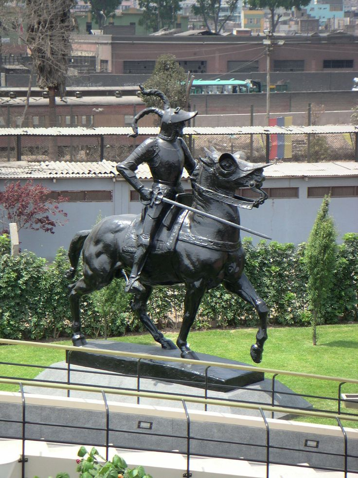 Estatua ecuestre de Pizarro de Lima, (Perú). En Latinoamérica existen ciudades llamadas Trujillo en Perú, Venezuela, Puerto Rico, Chile y Colombia.