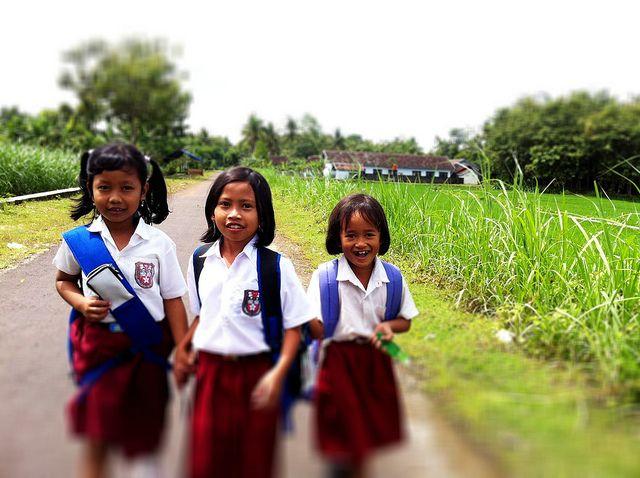 Hari Pertama Sekolah: 3 Pertanyaan ini Mendidik Anak jadi Pembelajar Hebat