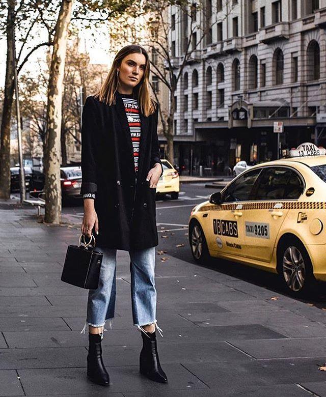 Inspire-se no look descomplicado de @_hollyt para o domingo! Aqui o jeans com a barra desfiada faz par perfeito com a bota de cano justinho. Complete a produção com um blazer alongado e pronto! #LOFFama #ootd  via L'OFFICIEL BRASIL MAGAZINE INSTAGRAM - Fashion Campaigns  Haute Couture  Advertising  Editorial Photography  Magazine Cover Designs  Supermodels  Runway Models