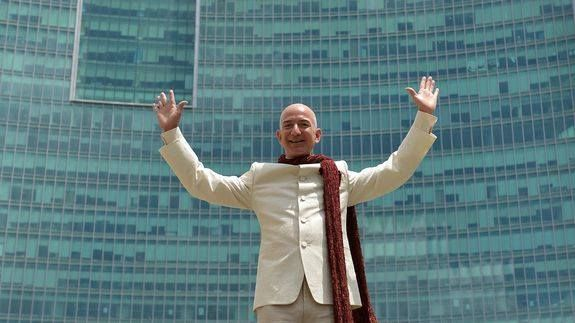 Amazon courts Bollywood ahead of Prime Video launch in India Read more Technology News Here --> http://digitaltechnologynews.com  Though Amazon is yet to bring Prime Video to India it is already trying to scare its global rival Netflix and other local on-demand video streaming services with its money power.  SEE ALSO: Amazon partners with Dharma Productions ahead of Prime Video launch in India  Amazon India is aggressively partnering with major Indian movie production houses to acquire…