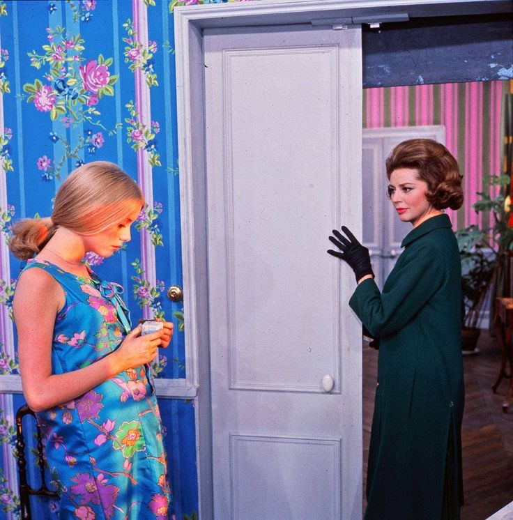"""Catherine Deneuve & Anne Vernon by Leo Weisse in """"Les parapluies de Cherbourg"""" directed by Jacques Demy, 1964 1024×1038 пикс"""