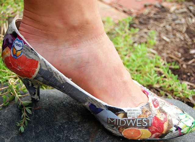 DIY Collage Shoes. With Different Fabrics, Fabric Glue & Thrifty Pumps this is an absolute must!