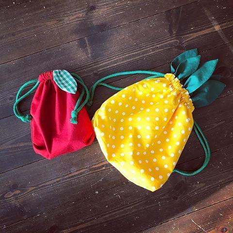 遊び心で♡年内にどうしてもつくりたかったもの。 パイナップルお弁当巾着と、アップルのコップ袋 名付けてPPAPお弁当巾着セット♡ #ハンドメイド  #handmade  #PPAP #パイナッポー #アッポー #お弁当巾着 #コップ袋 #入園グッズ
