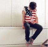 Hombre: Polera y zapatos con la bandera de EE.UU.