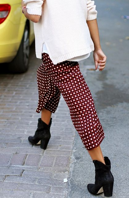 Polka dots pants and black ankle boots. #streetfashion