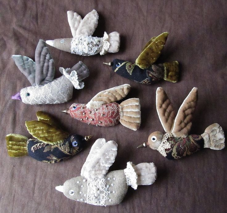 pretty migration a tiny embroidered flock of bird brooches to inspire you in your gift making of textile jewellery folk art boho style fabric scrap project Елена Пинталь