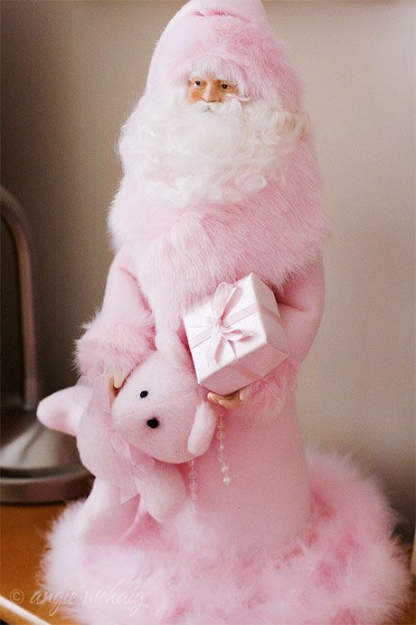 Holiday Style: Pretty in Pink Santa to add to your collection