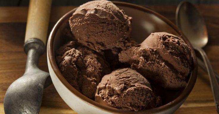 Cremoso, refrescante e versátil, o sorvete é o tipo de doce que, sozinho ou acompanhado de sobremesas, normalmente agrada a todos e, para quem está de dieta, pode ser um verdadeiro sofrimento, já que as versões industrializadas são ricas em gordura e outras substâncias que comprometem o emagrecimento e atrapalha