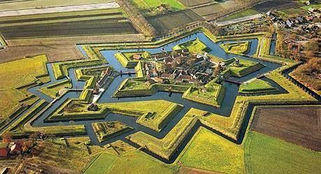 Fort Bourtange, a Holanda (Països Baixos). Magnificació del sistema defensiu d'en Sébastien Le Prestre de Vauban.