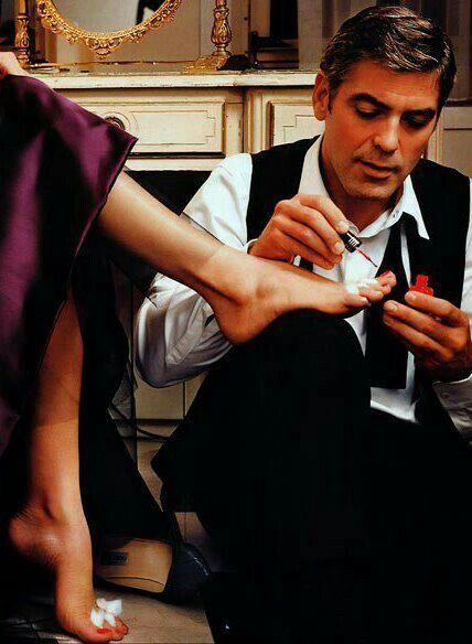 Je nagels laten lakken.... Zo willen we het allemaal wel! Maar als het zo niet lukt, dan kan het ook bij mij. www.neefjespedicure.nl