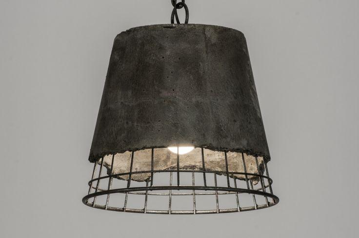 Artikel 72182 In de categorie anders dan anders! Deze stoere hanglamp is gemaakt uit een combinatie van staal en beton. De kap heeft uit een stalen frame en is afgewerkt met een laag beton. Het beton is ruw, afgebrokkeld en voorzien van subtiele scheurtjes en oneffenheden.   http://www.rietveldlicht.nl/artikel/hanglamp-72182-modern-industrie-look-staal_-_rvs-antraciet-rond