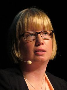 Kristina Ohlsson , Göteborg 2 Maart 1979. Is een politicologe die eerder heeft gewerkt voor de Zweedse veiligheidsdienst en als Counter- Terrorism Officer bij de OVSE ( Organisatie voor Veiligheid en Samenwerking in Europa ). Ze woont nu in Stockholm.