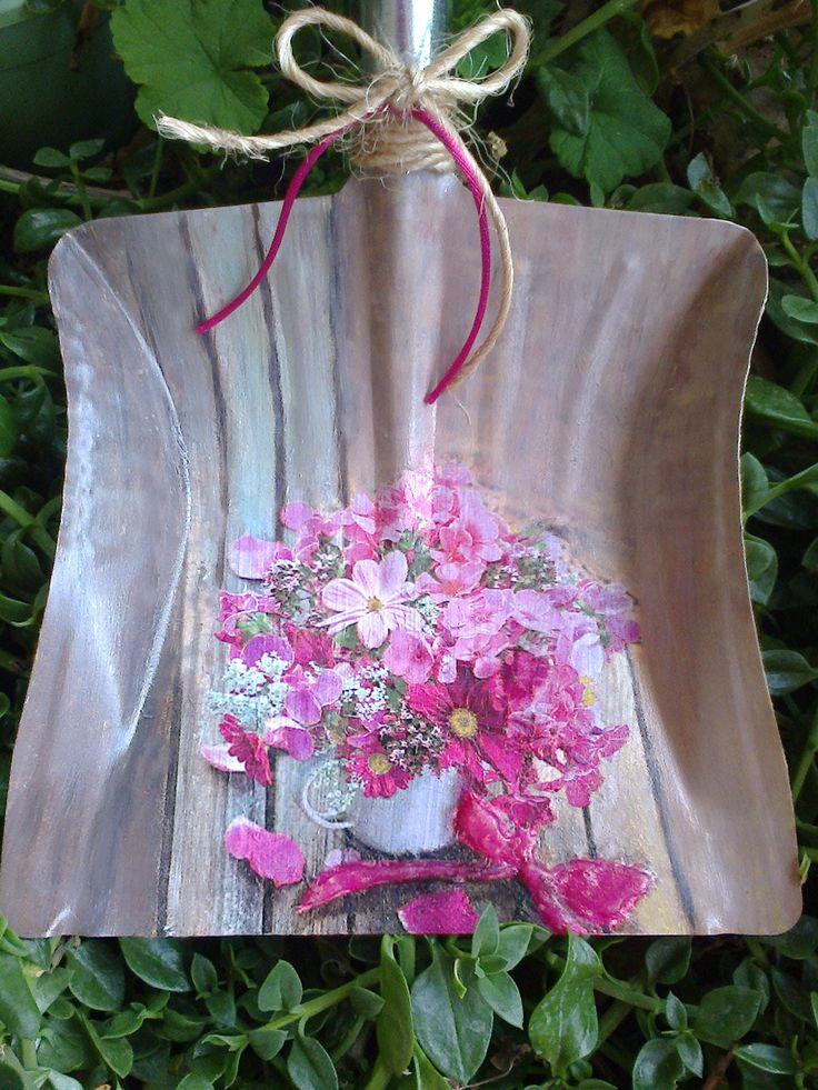 Decoupage on a dustpan. Beautiful, spring colors!