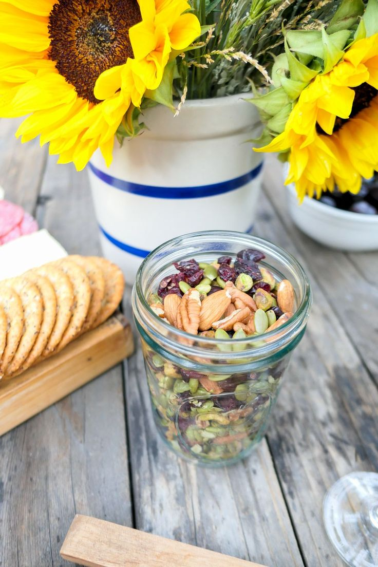 Quick Picnic Food List + Setup - Picnic by the Creek Setup