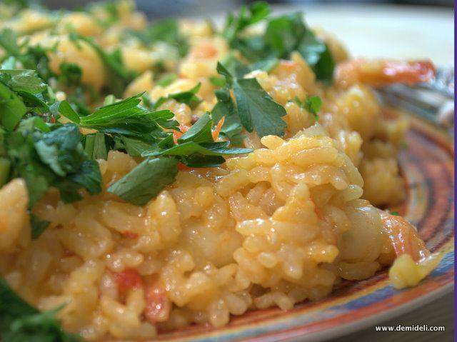 Εκλπηκτική συνταγή που συνδυάζει αλλαντικό και θαλασσινά και θα σας θυμίσει σίγουρα ισπανικό πιάτο.