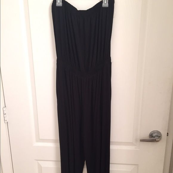 Strapless jumpsuit Black strapless jumpsuit with side pockets. Super stretchy and comfy for summer nightsNWOT Go jane Pants Jumpsuits & Rompers